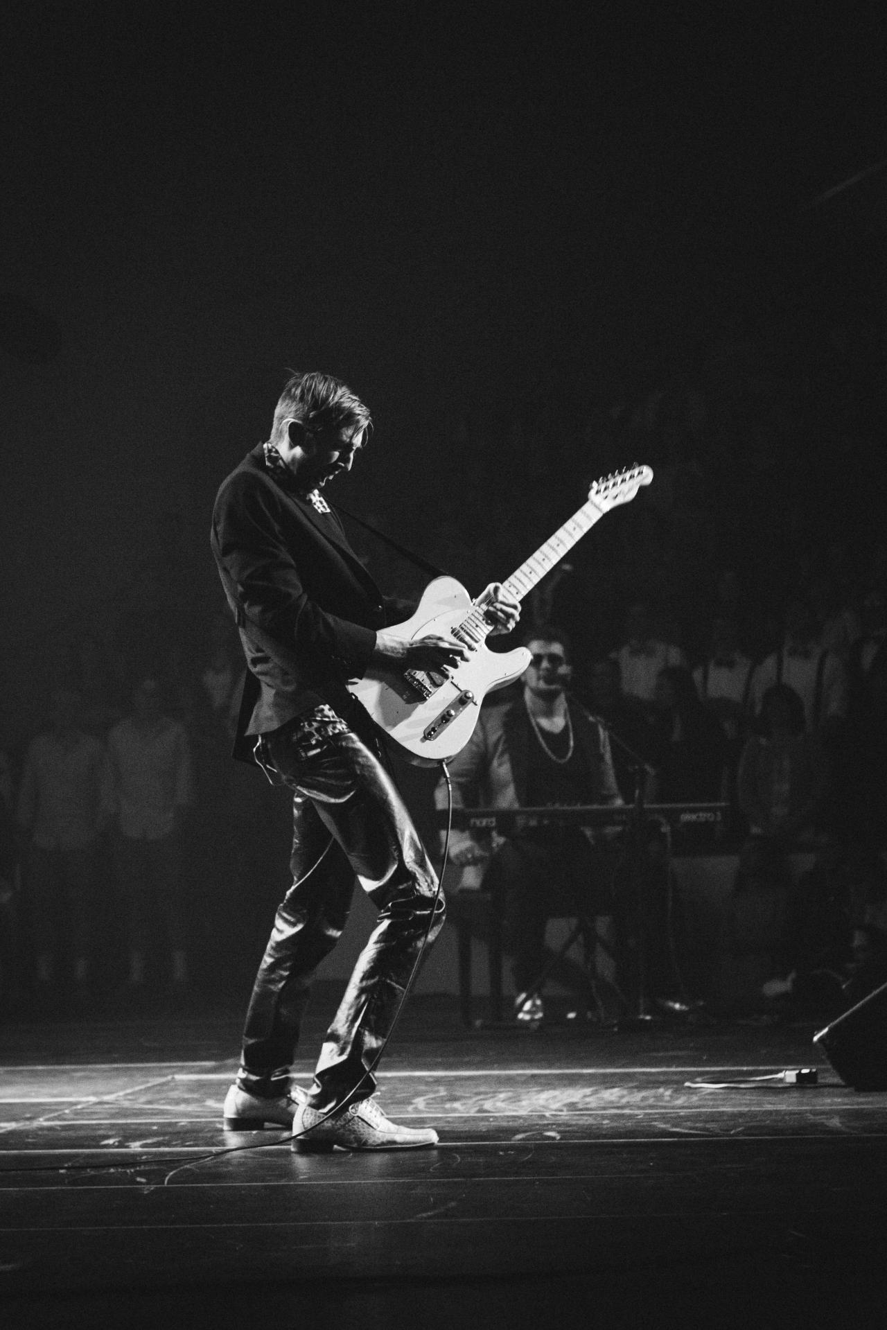 musician-guitar-rock-star-performance-id9098-1280x1920